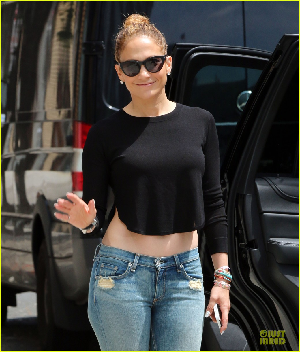 jennifer lopez bare midriff sight to see in nyc 04