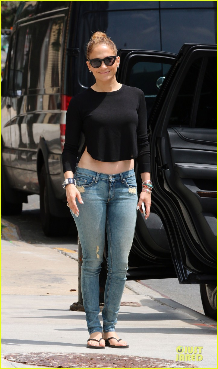 jennifer lopez bare midriff sight to see in nyc 06