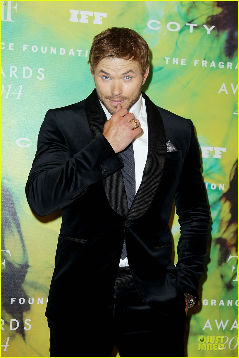 kellan lutz michael c hall dress fragrance foundation awards 093137007
