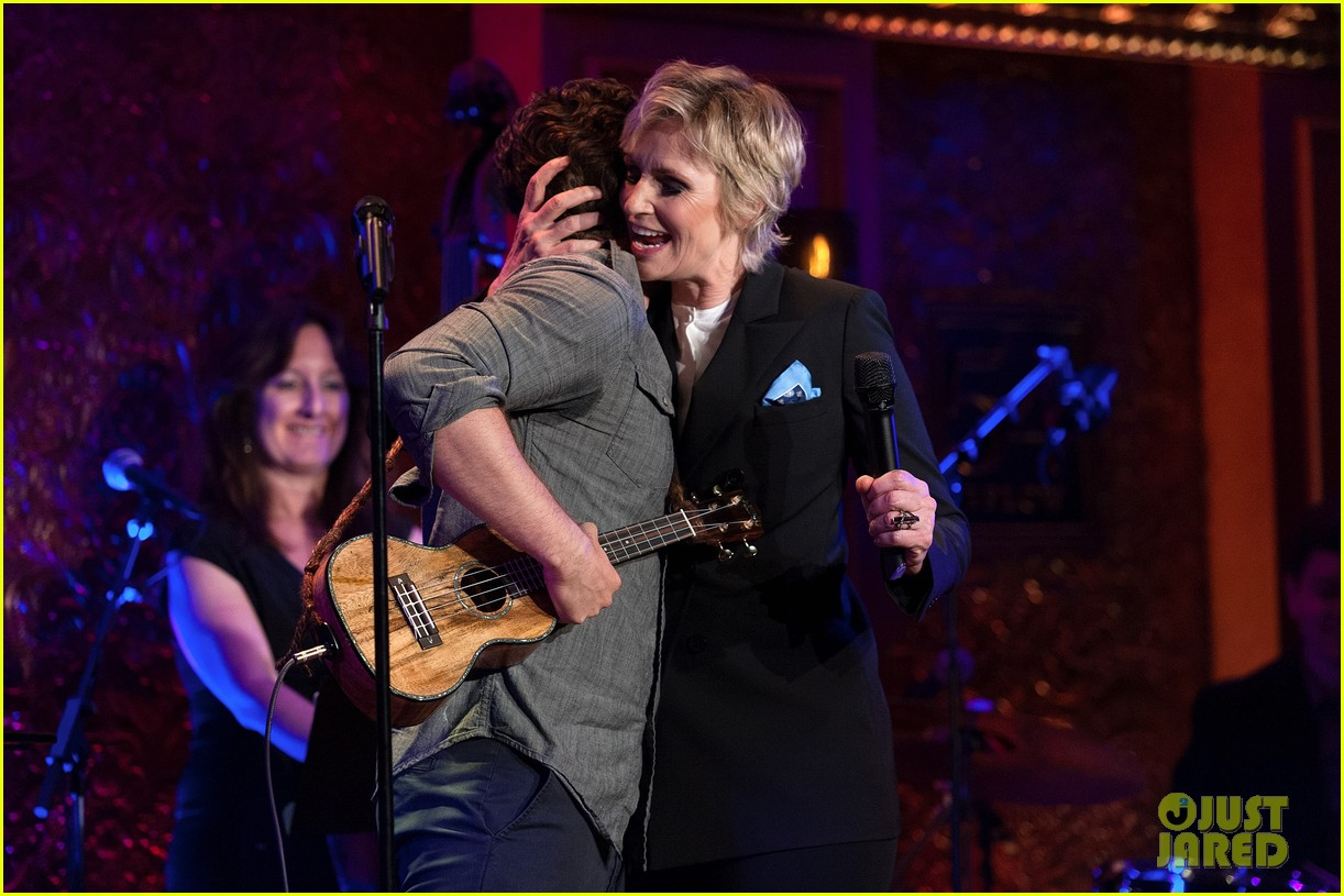 jomatthew morrison kisses jane lynch on stage for her solo concert debut 26