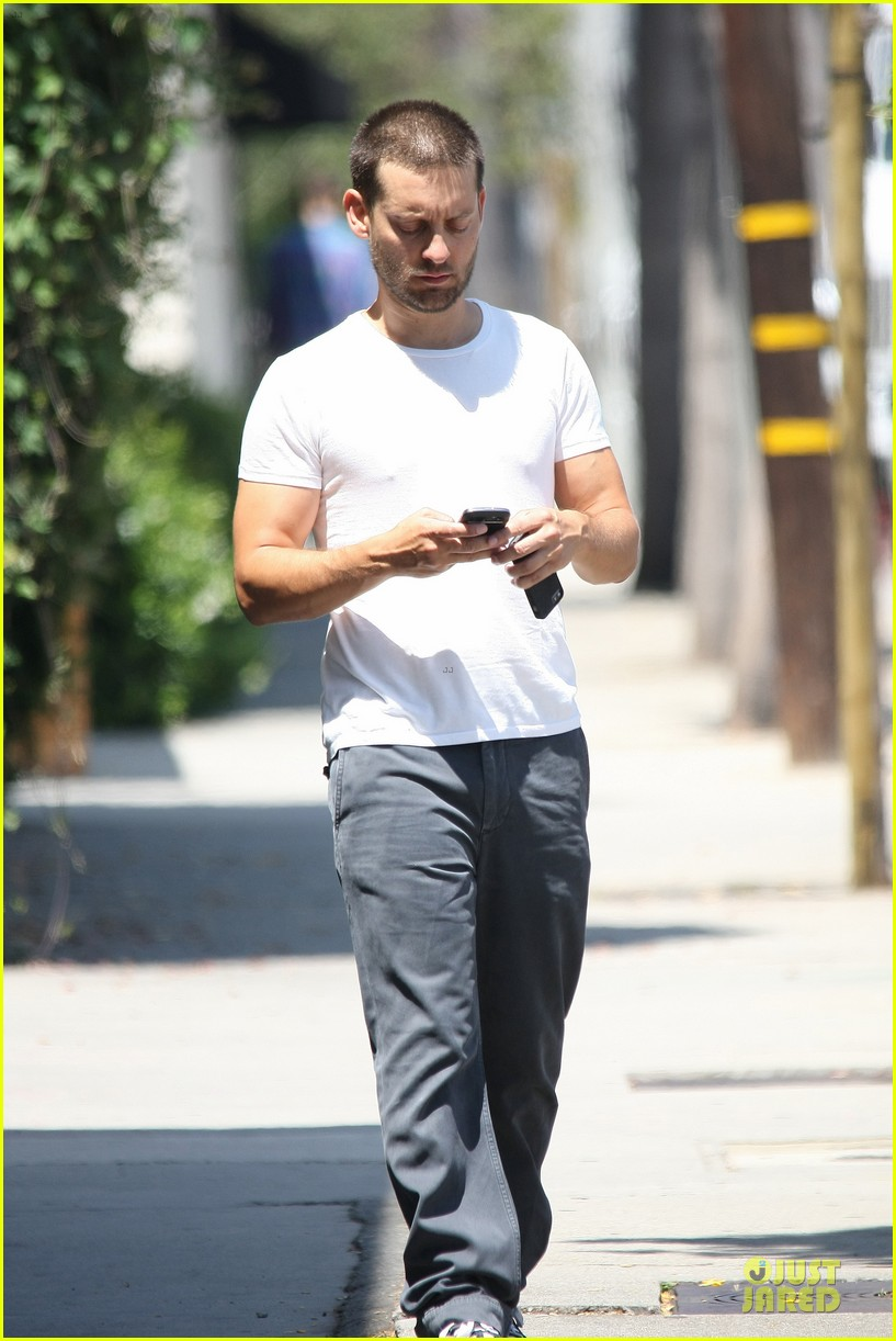 tobey maguire bulking up at gym 233135799