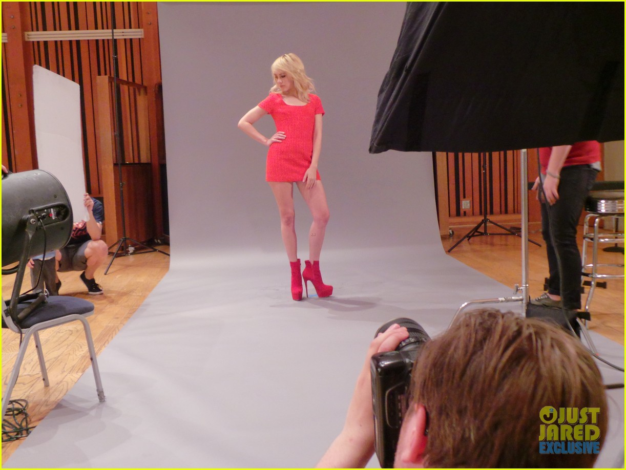 jena malone jj spotlight behind the scenes exclusive 02
