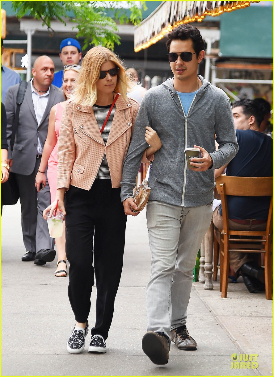 kate mara max minghella cute couple in nyc 07