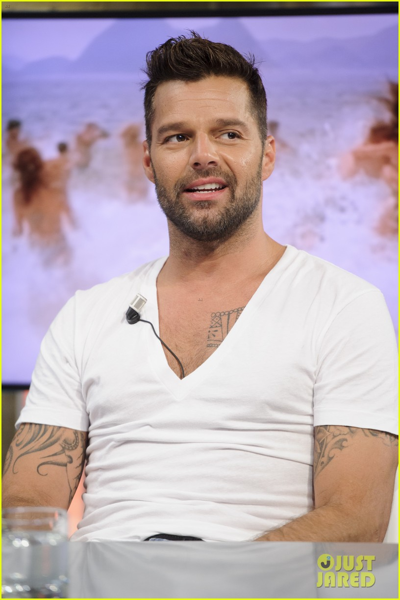 ricky martin recreates vida music video on el hormiguero 083132385
