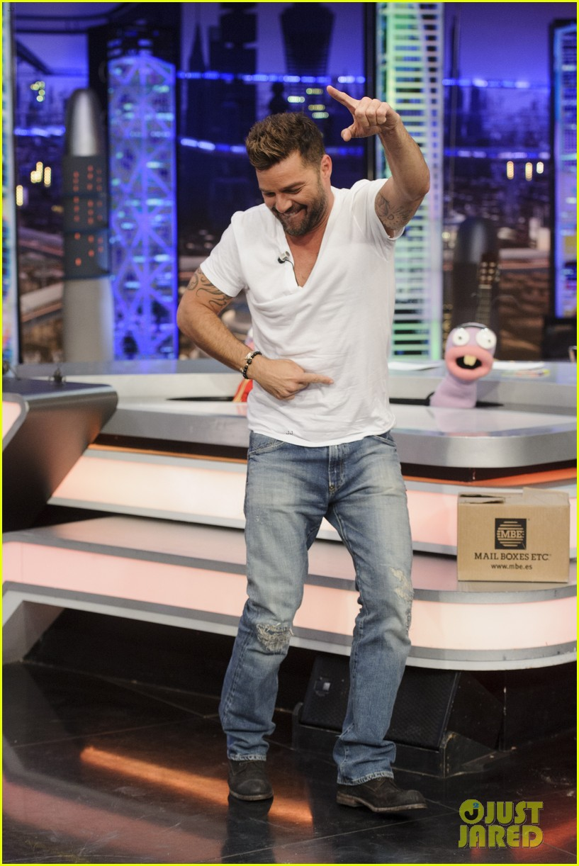 ricky martin recreates vida music video on el hormiguero 113132388