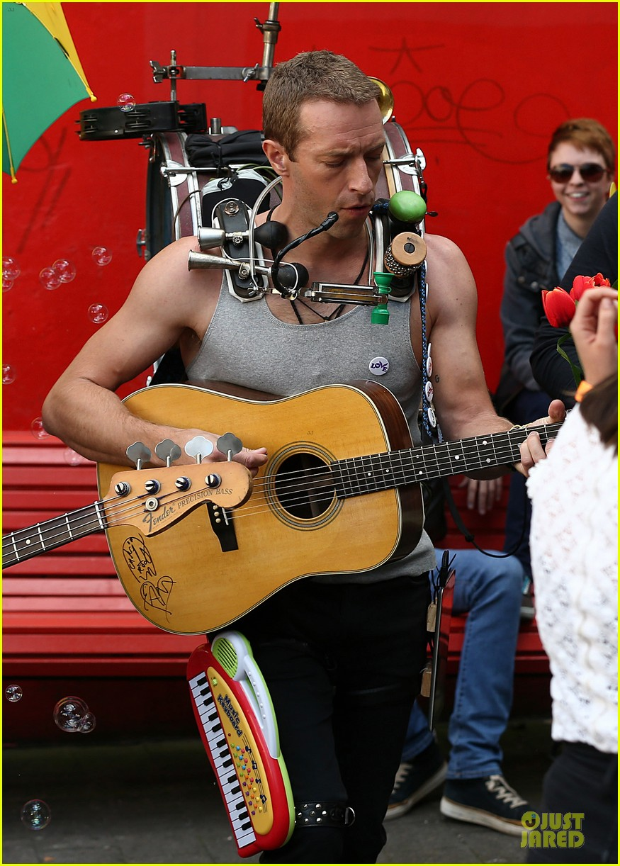 chris martin flaunts muscles on coldplay music video 183137556