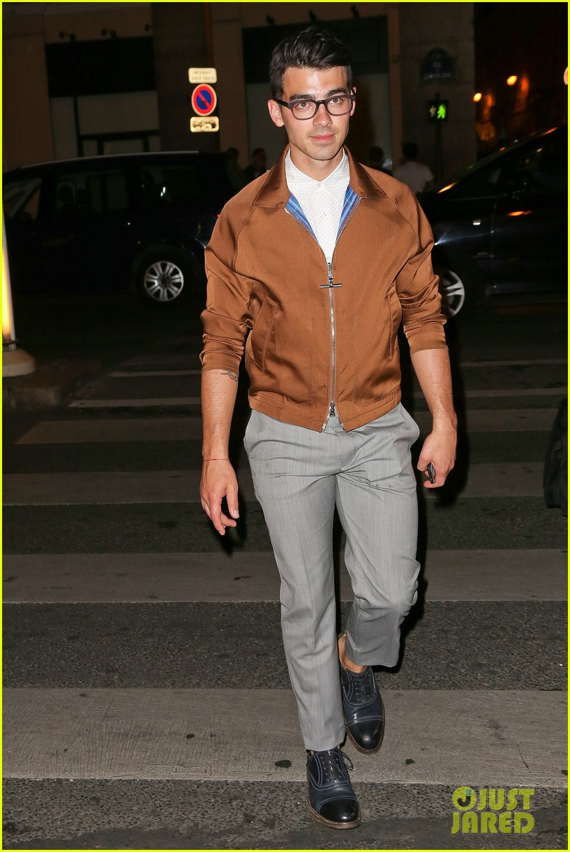 joe jonas jesse metcalfe dinner paris fashion week 03