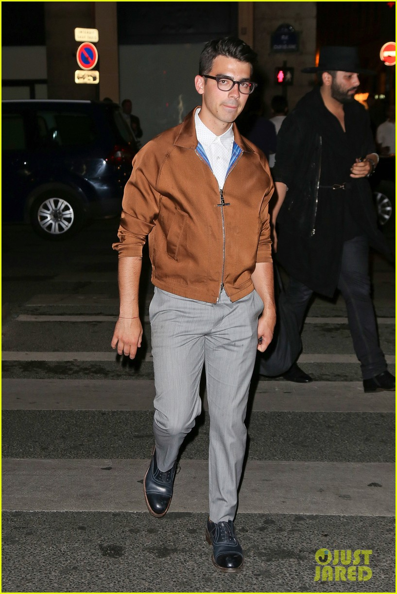 joe jonas jesse metcalfe dinner paris fashion week 08