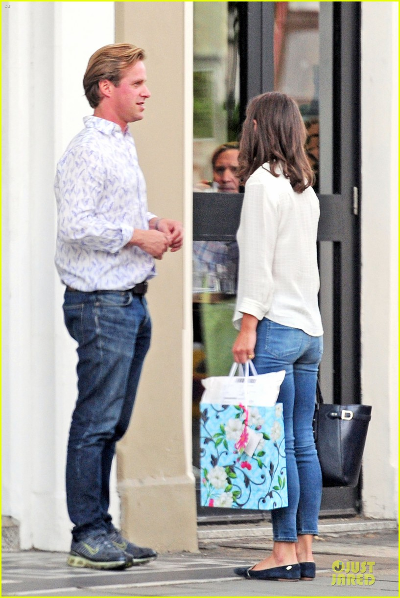 pippa middleton grabs drinks with tom kingston 10