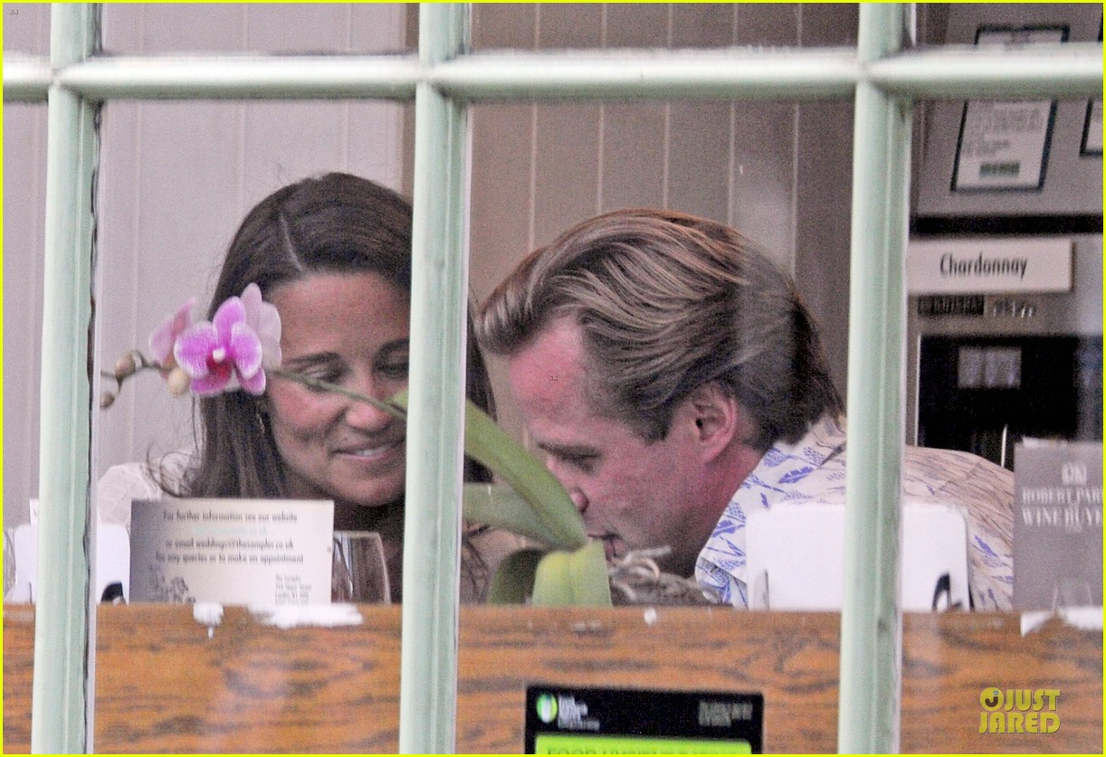 pippa middleton grabs drinks with tom kingston 22