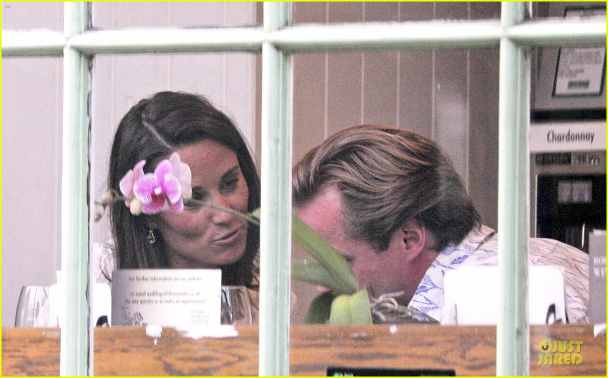 pippa middleton grabs drinks with tom kingston 23
