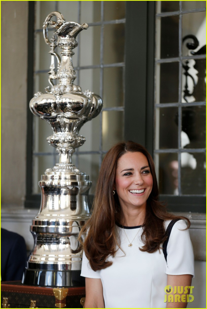 kate middleton never fails to impress see latest outfit here 133132279