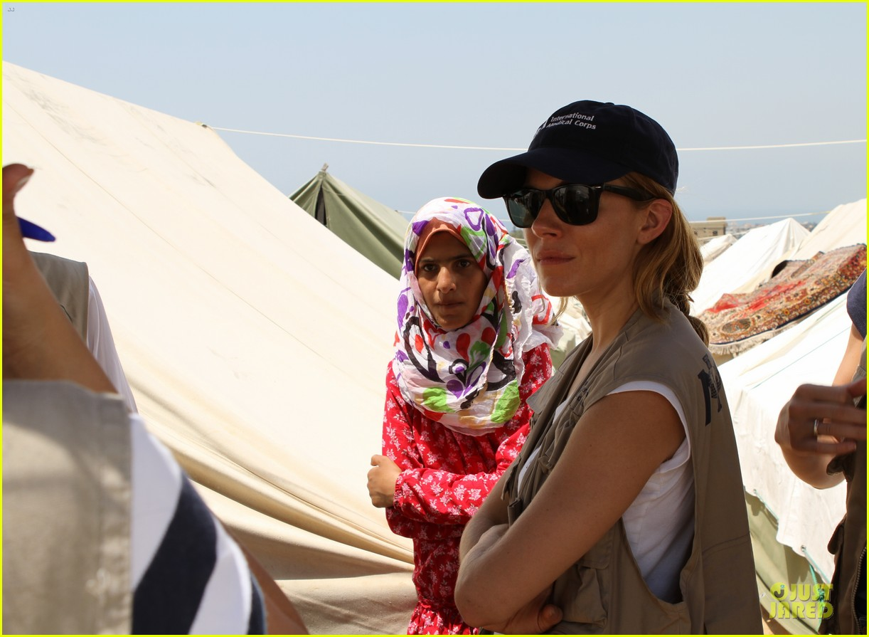 sienna miller raises awareness of syria crisis in lebanon 02