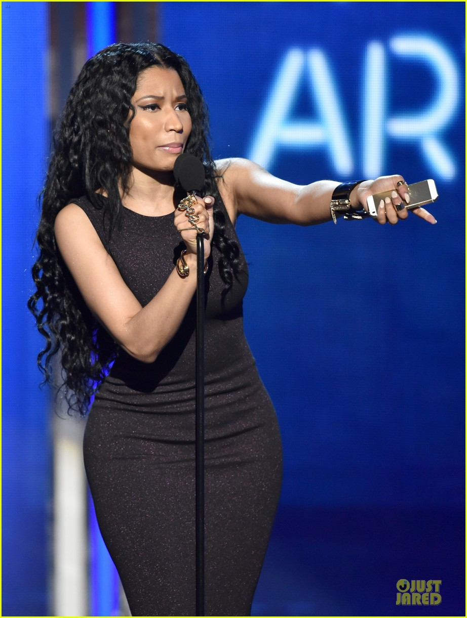 nicki minaj changes to accept female hip hop artist 093146578
