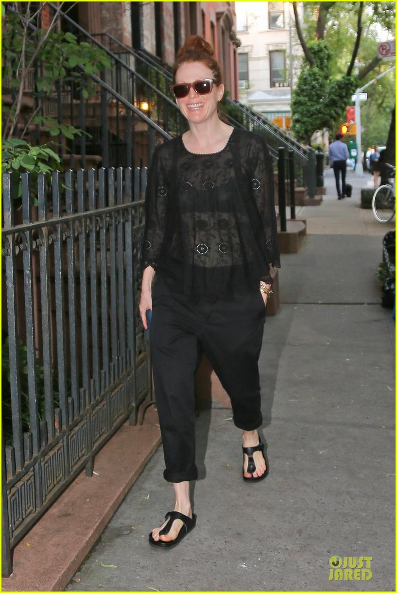 julianne moore flashes black bra in sheer top 06