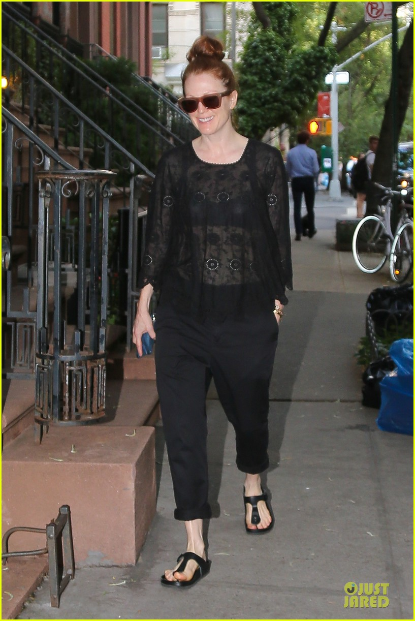 julianne moore flashes black bra in sheer top 07