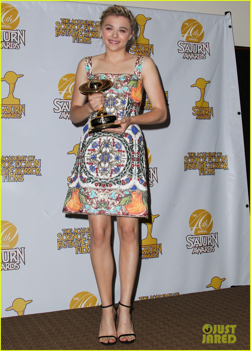chloe moretz scores best performance by a younger actor at saturn 143144714