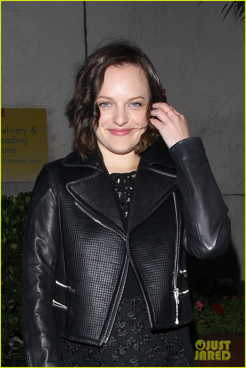 elisabeth moss present at critics choice tv awards 023137315