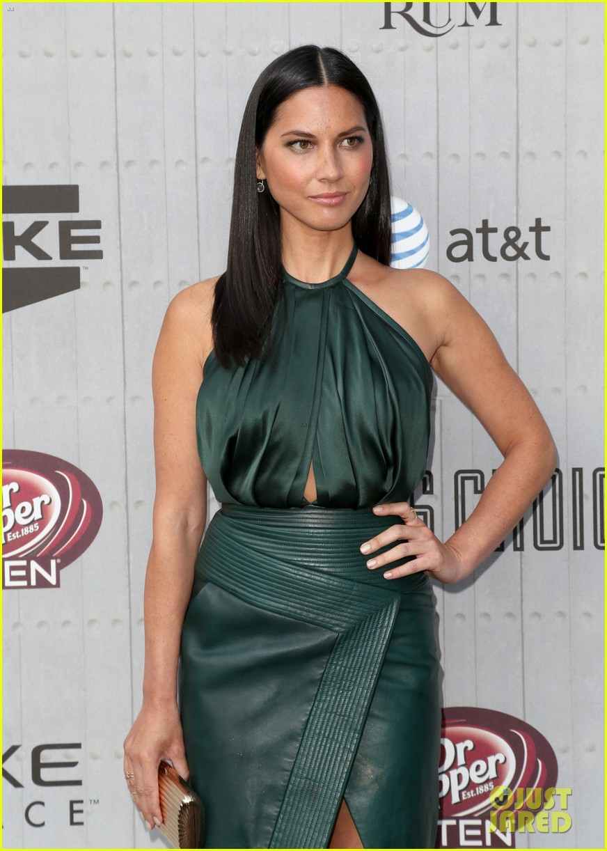 olivia munn rosario dawson guys choice awards 2014 193130704