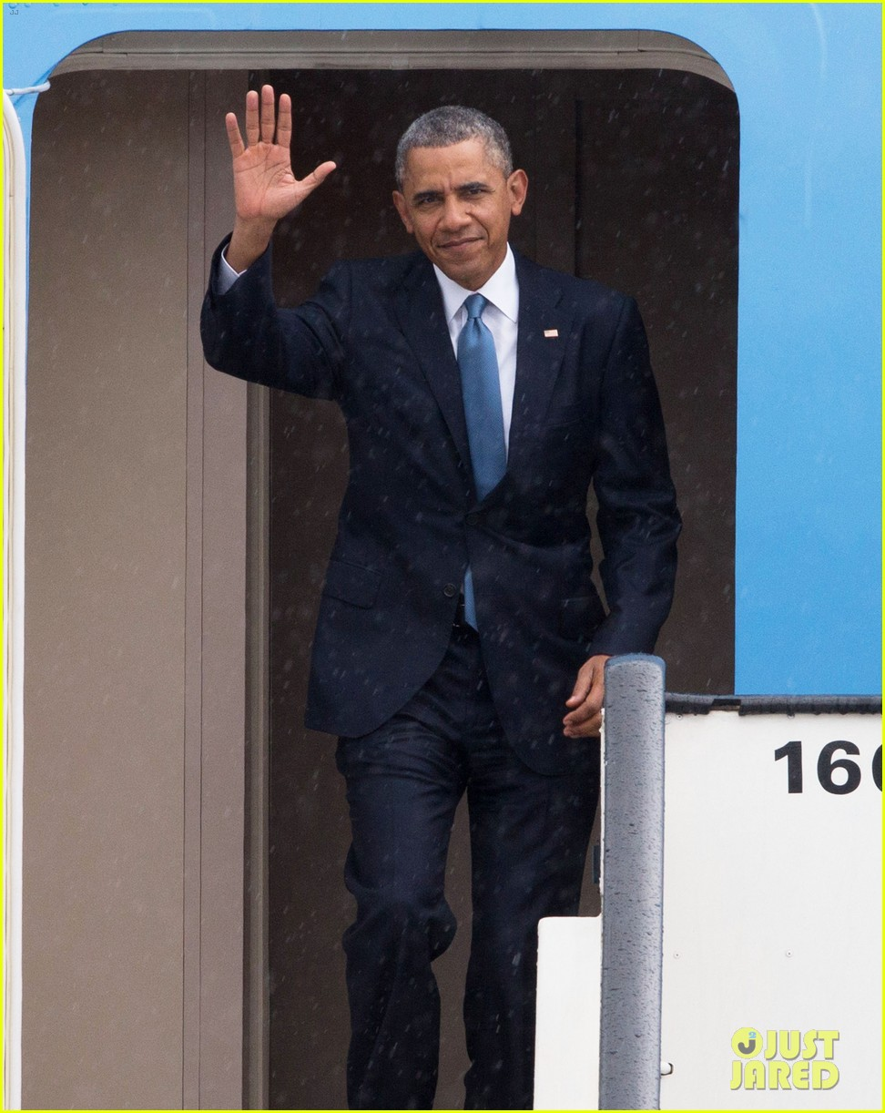 barack obama arrives in brrussels amid calls for impeachment 04