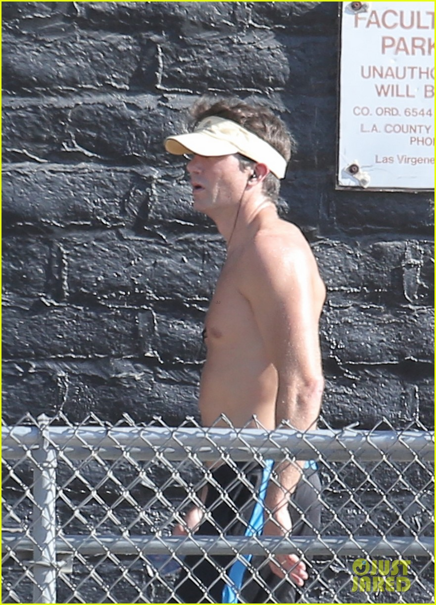 jerry oconnell shows off fit body while running shirtless 043144206