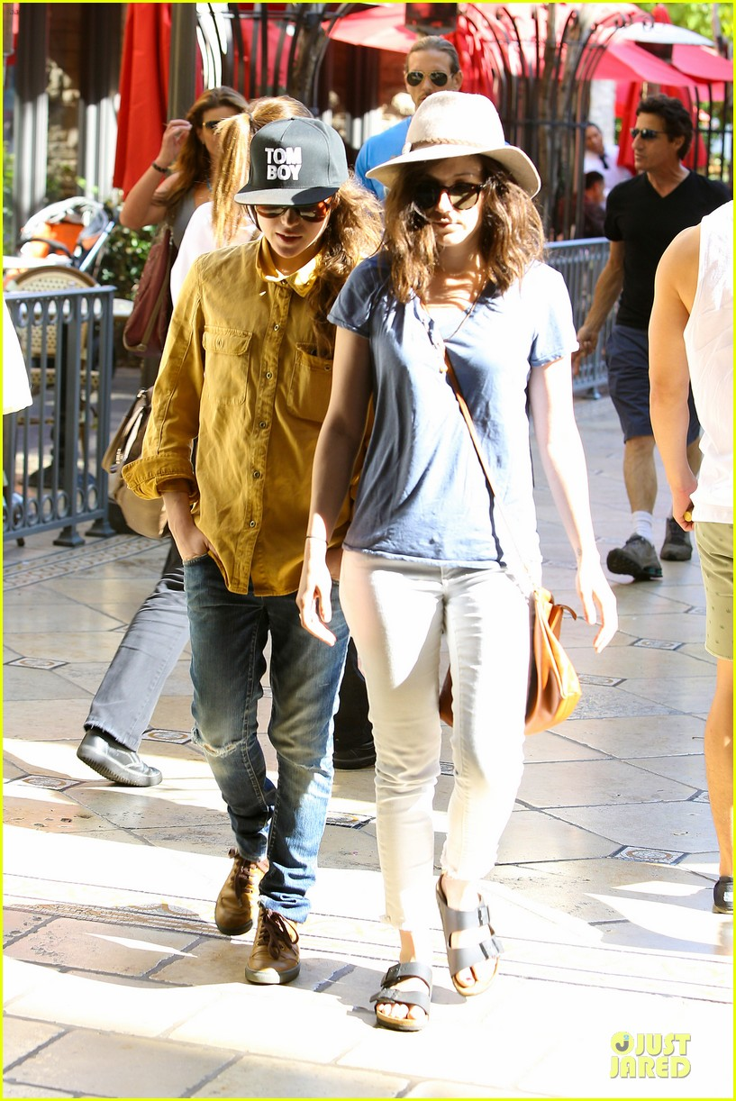 ellen page sunday shopping with close gal pal 023131962