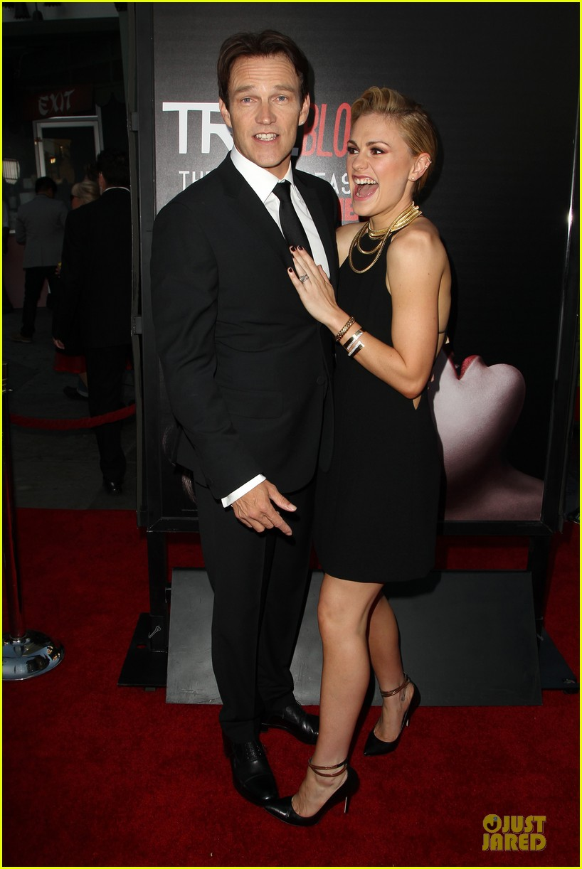 anna paquin gives stephen moyer look of love at true blood premiere 17