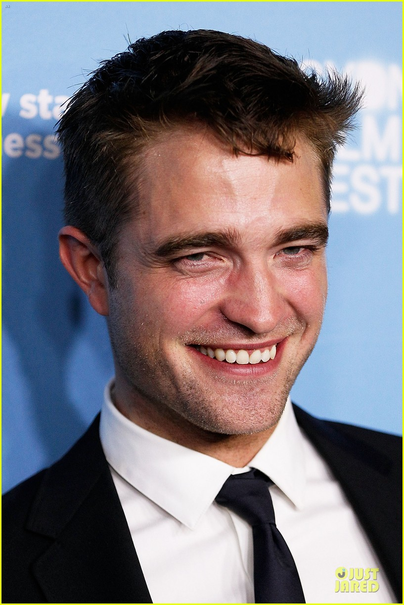 robert pattinson dapper rover sydney premiere 10