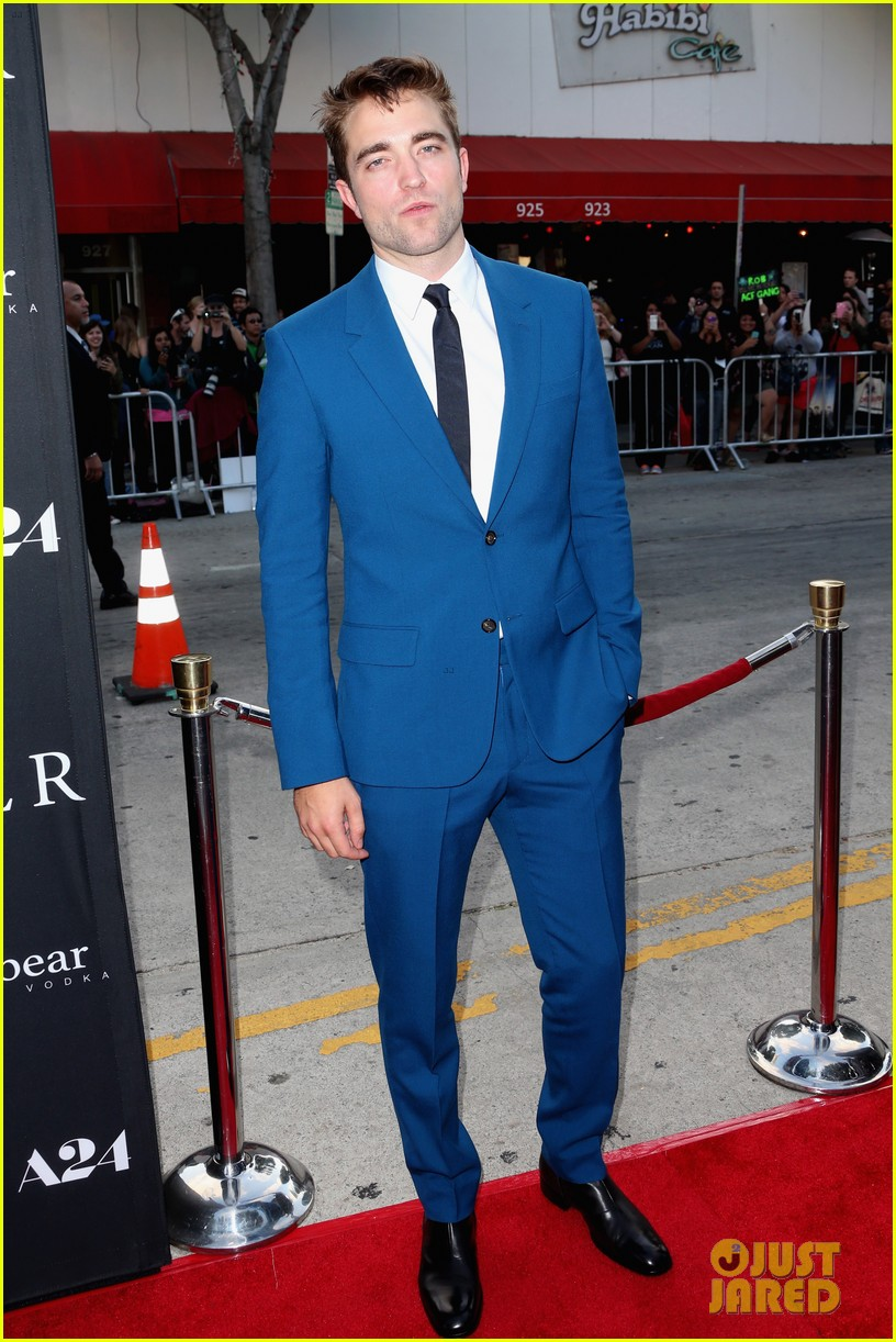 robert pattinson guy pearce rover hollywood premiere 02
