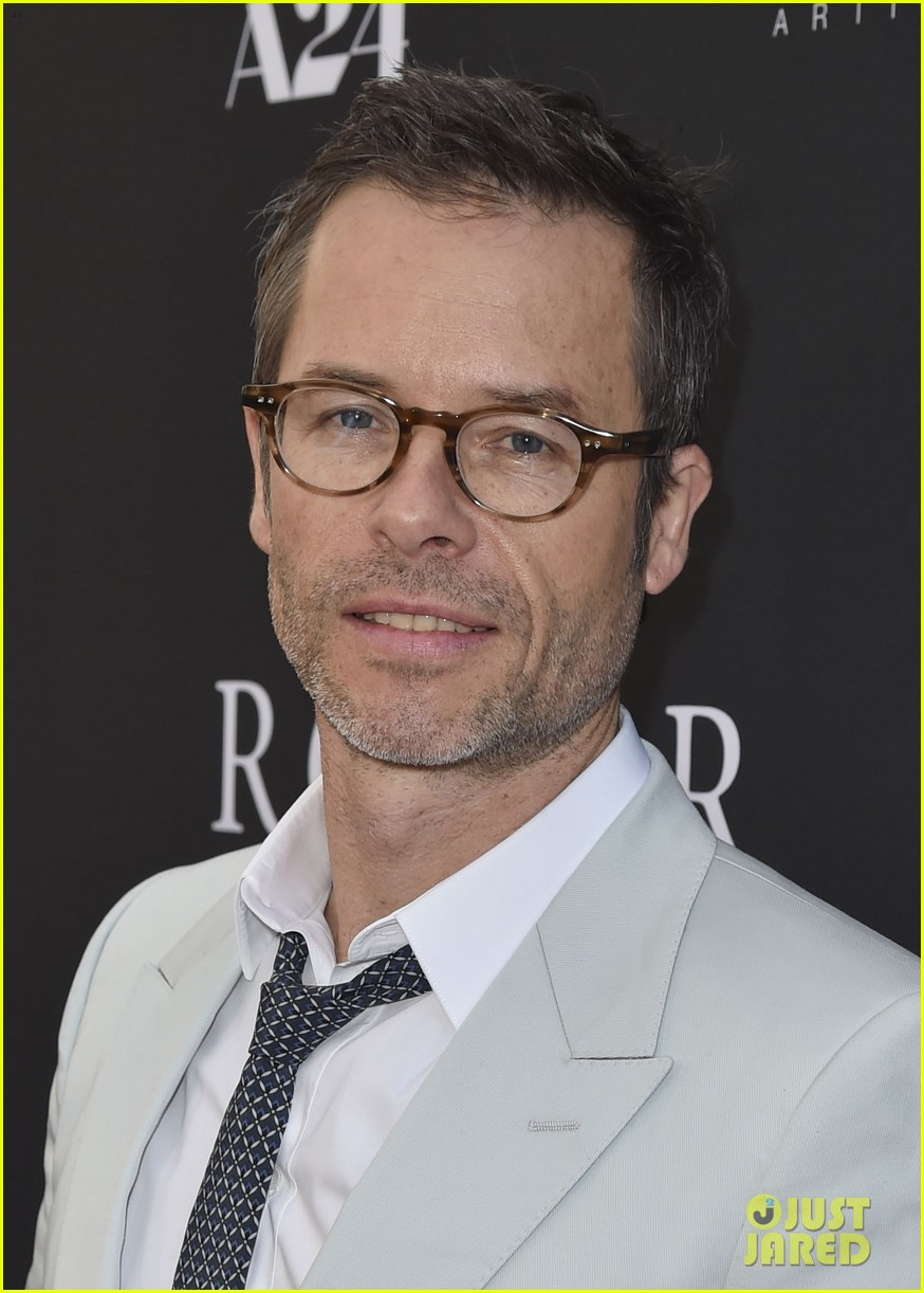 robert pattinson guy pearce rover hollywood premiere 12