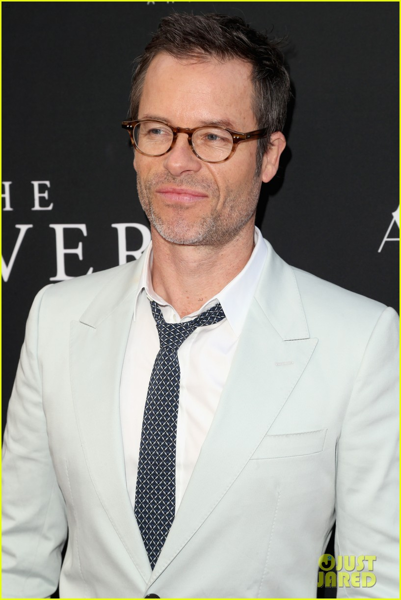 robert pattinson guy pearce rover hollywood premiere 20