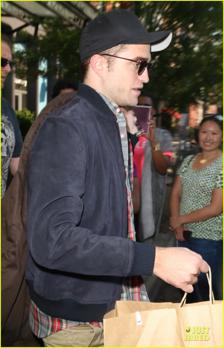 robert pattinson rover haricut gave him an incredible experience 04