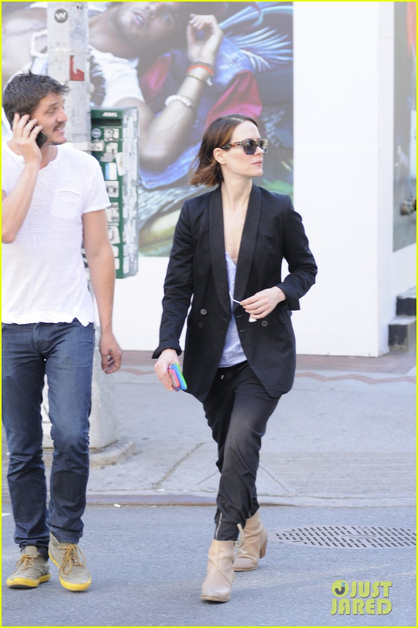 sarah paulson beau stroll around new york 13