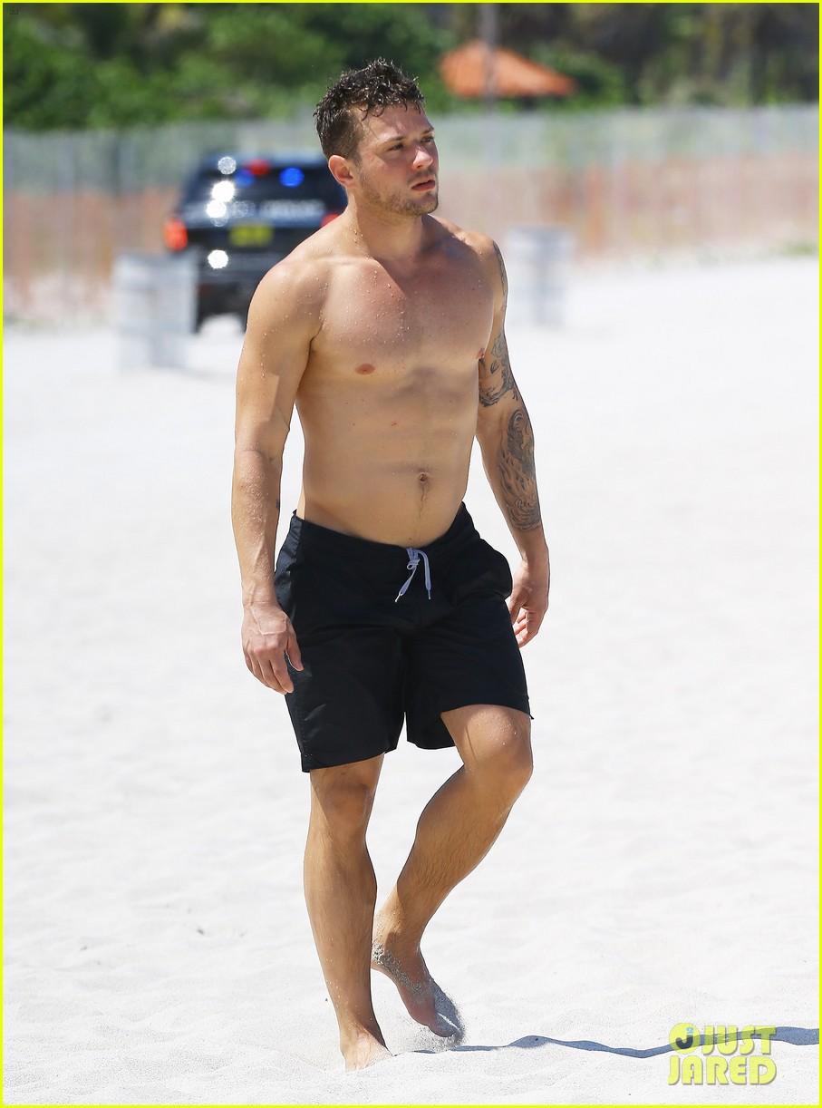 Full Sized Photo of ryan phillippe shirtless best shape ... Ryan Phillippe