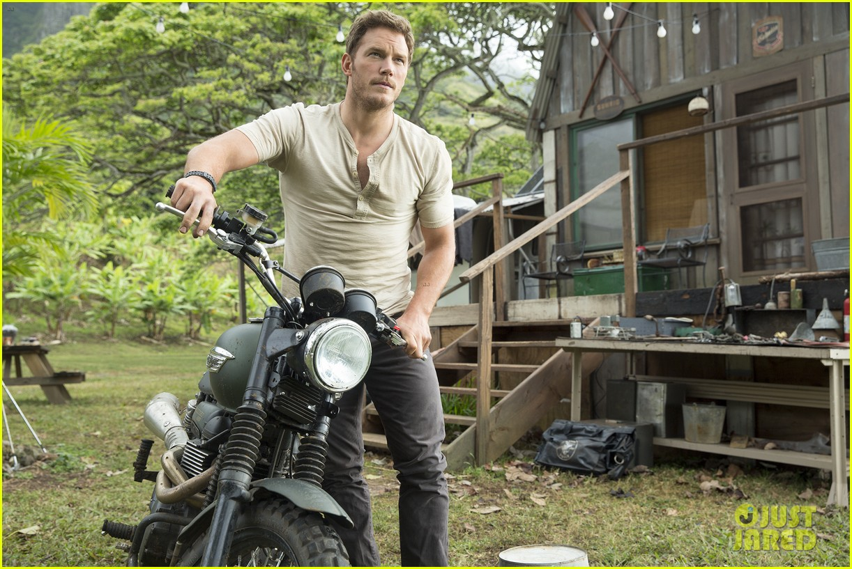 jurassic world new stills chris pratt 01