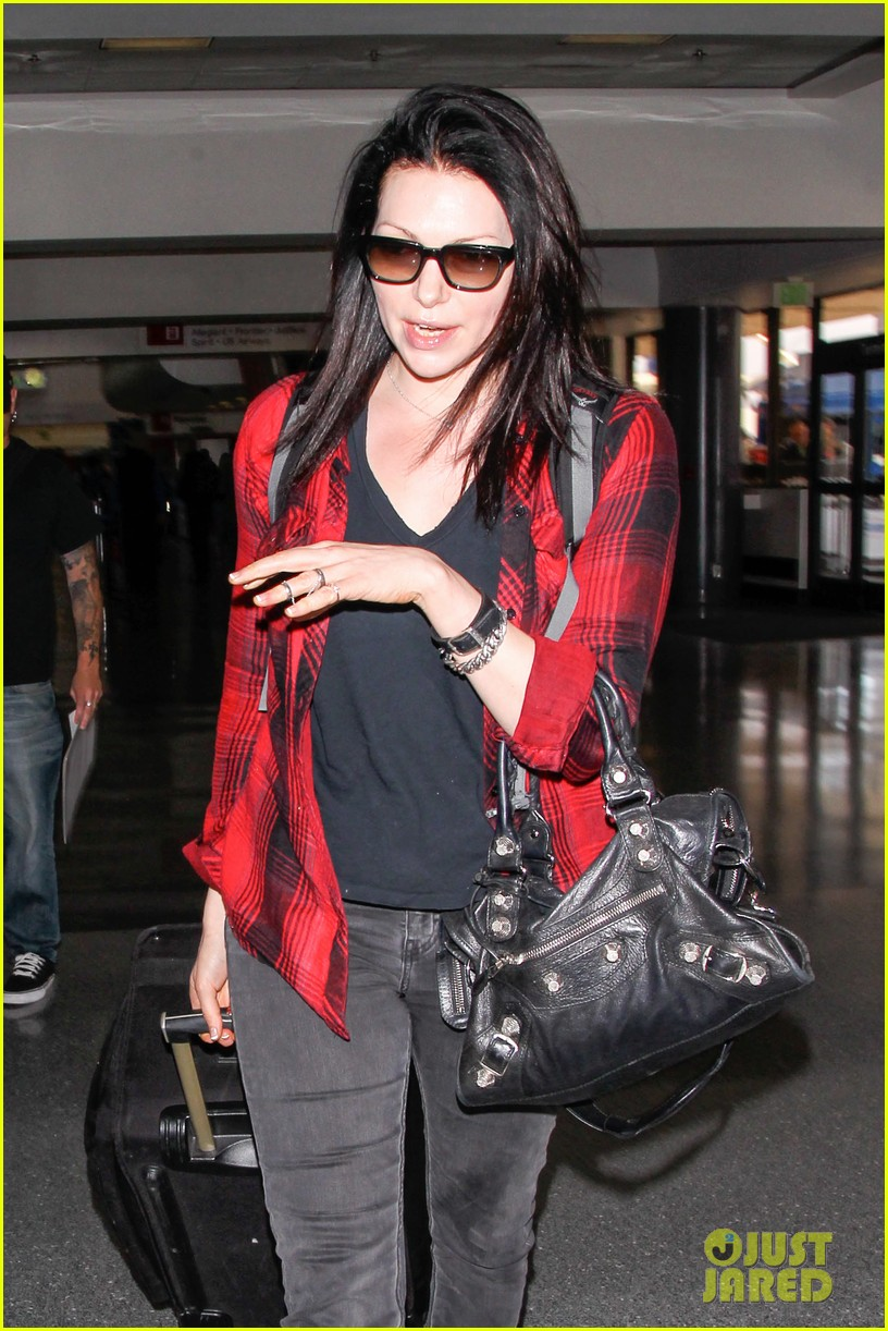 laura prepon lax after critics choice win 12