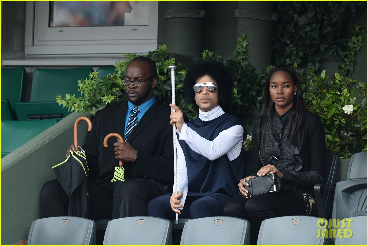 prince holds court with his sceptor at the french open 01