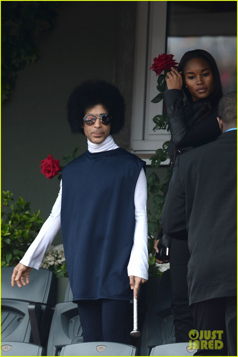 prince holds court with his sceptor at the french open 05