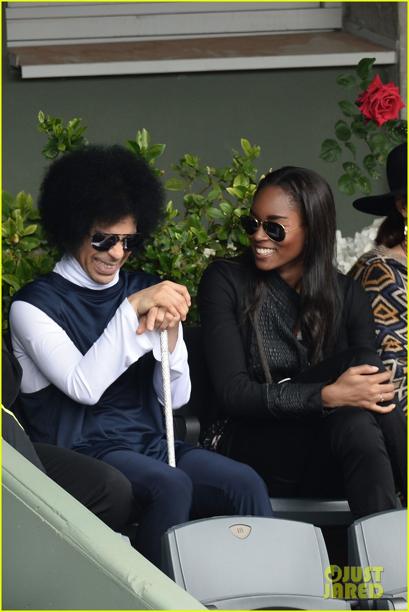 prince holds court with his sceptor at the french open 09
