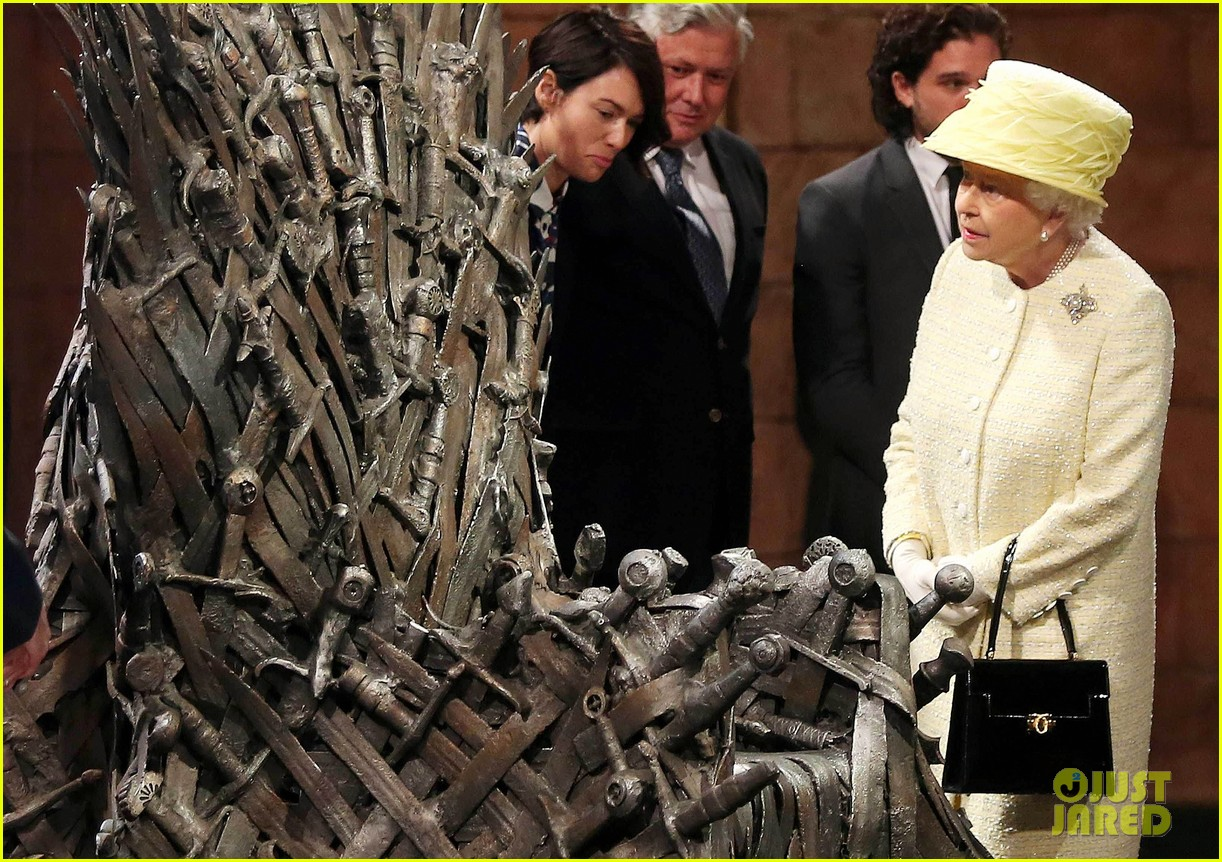 queen elizabeth visits game of thrones set 01
