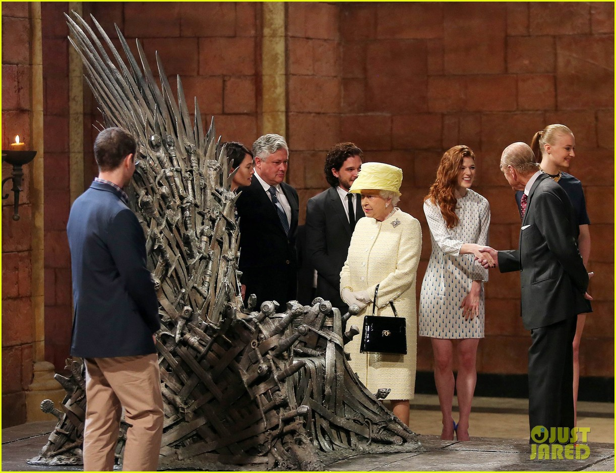 queen elizabeth visits game of thrones set 12