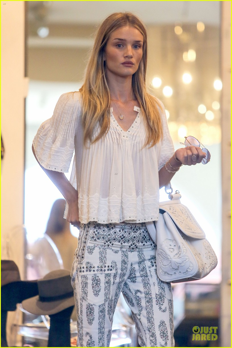 rosie huntington whiteley shops decades after rock n roll weekend 06