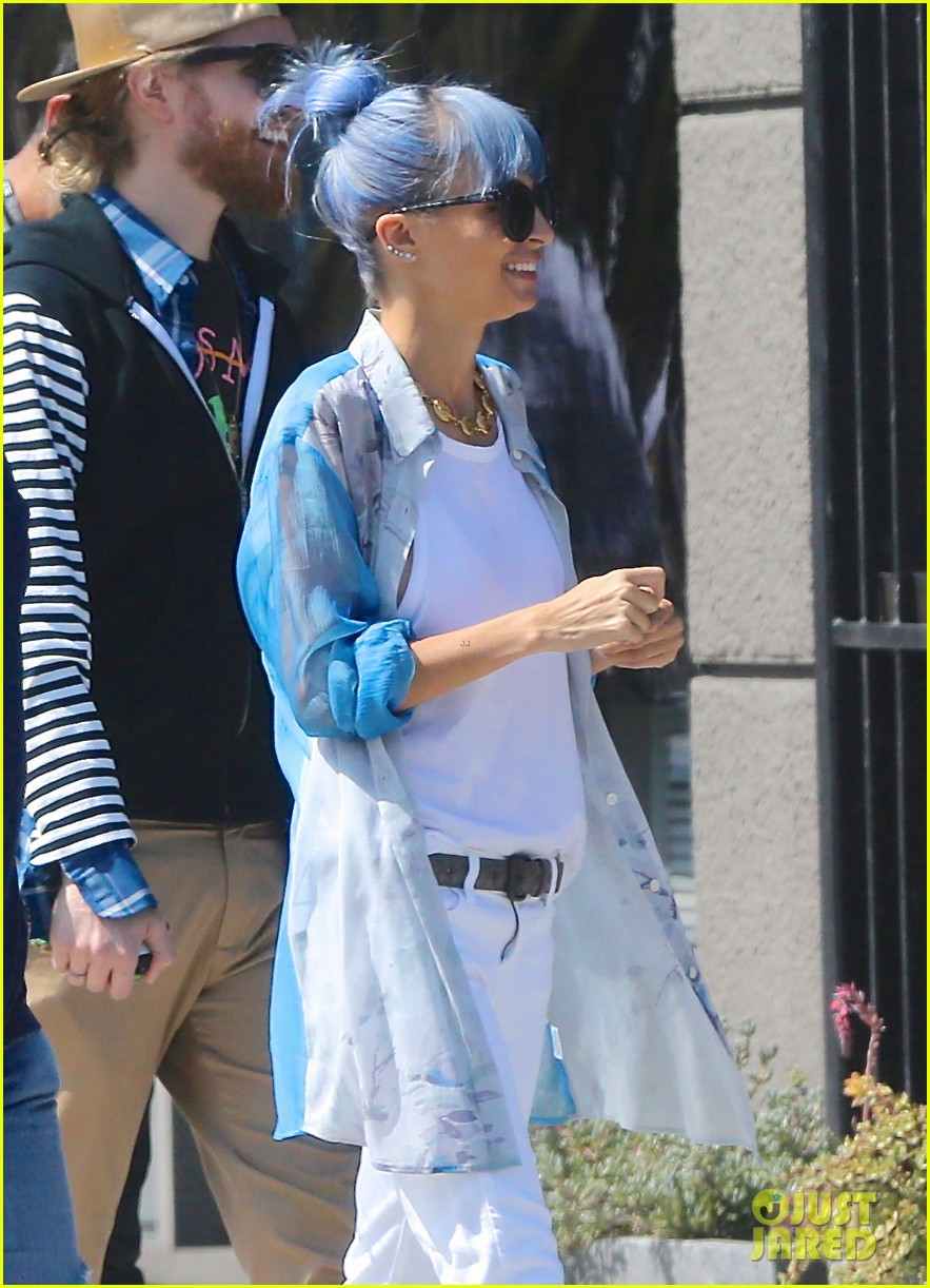 nicole richie debuts new blue hair 083134973