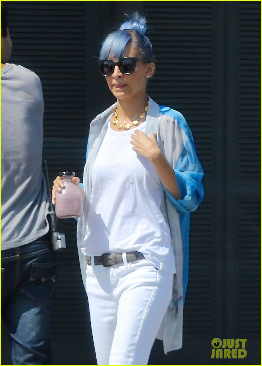 nicole richie debuts new blue hair 15