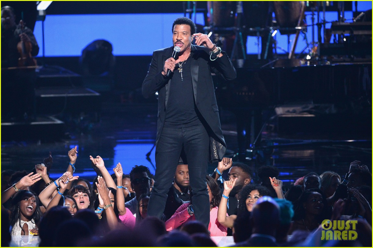 lionel richie name spelled wrong at bet awards 2014 09