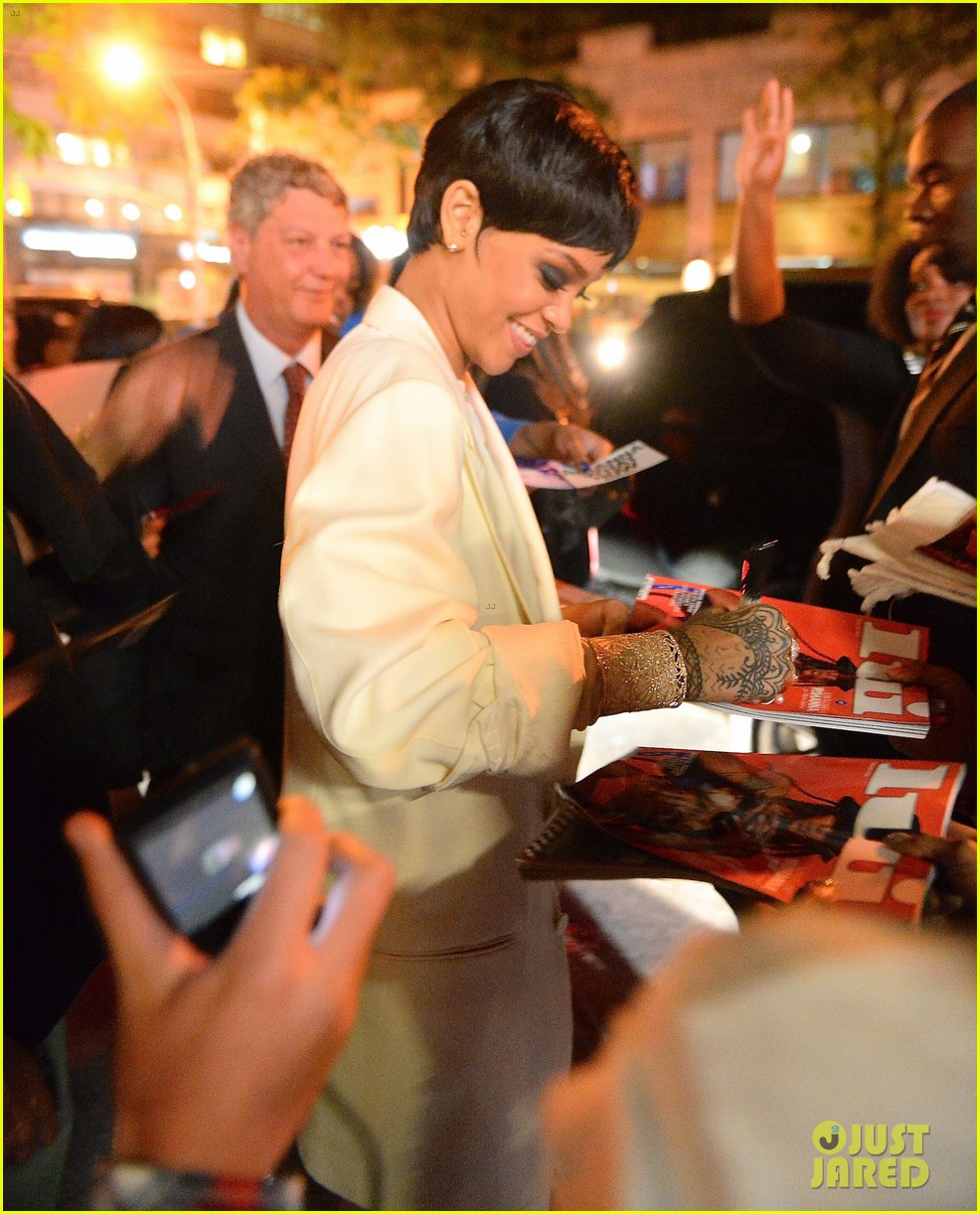 rihanna covers up for celebratory dinner after cfda awards 023127220