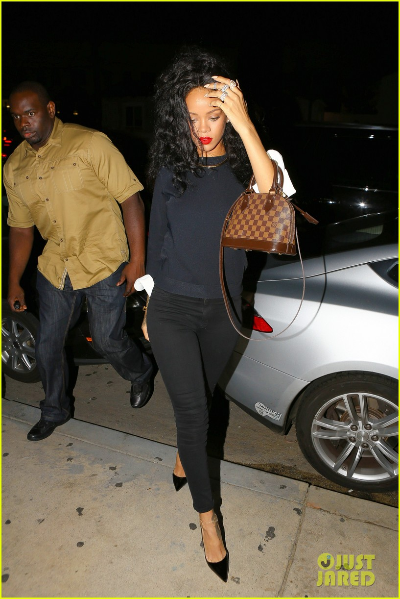 rihanna chris martin share a friendly dinner 013131599