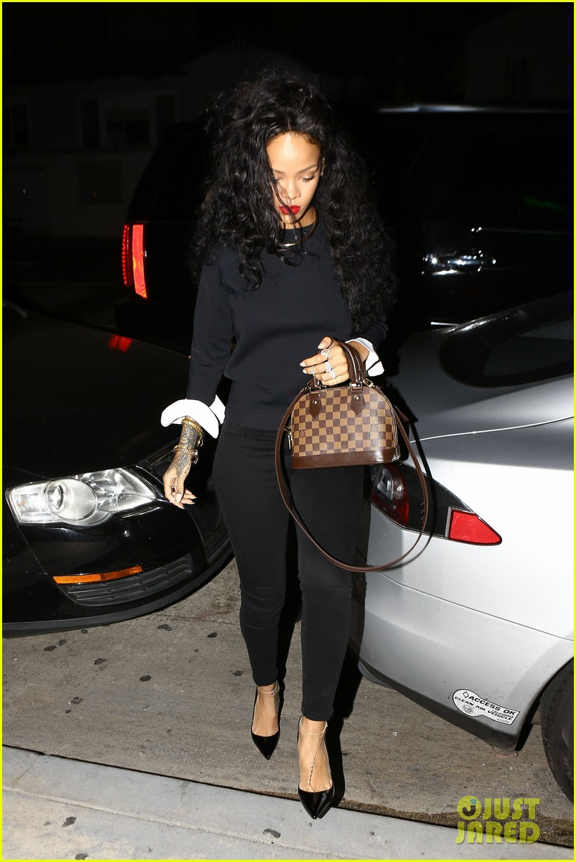 rihanna chris martin share a friendly dinner 17