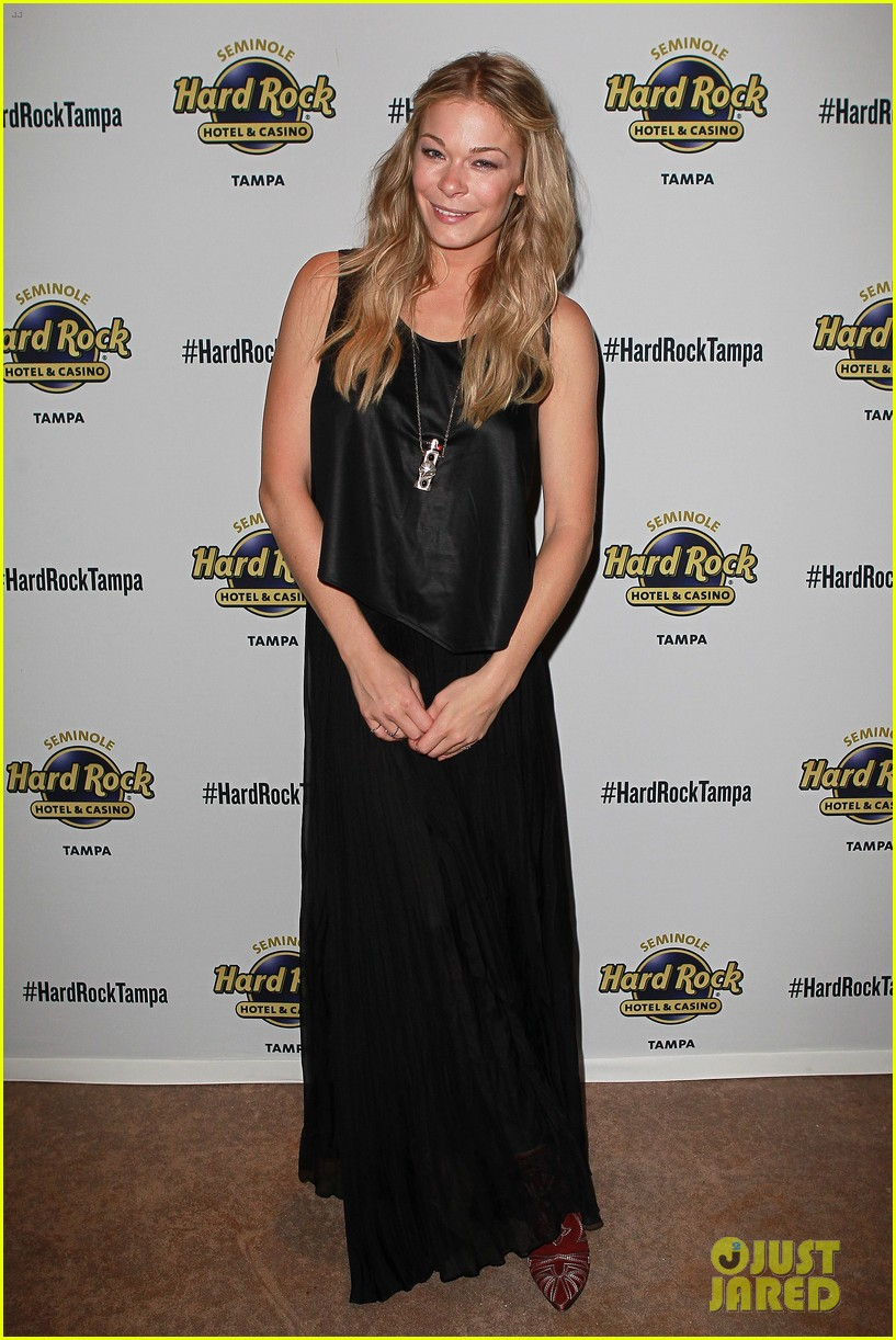 leann rimes wants a cell phone drop in toilet 013130611