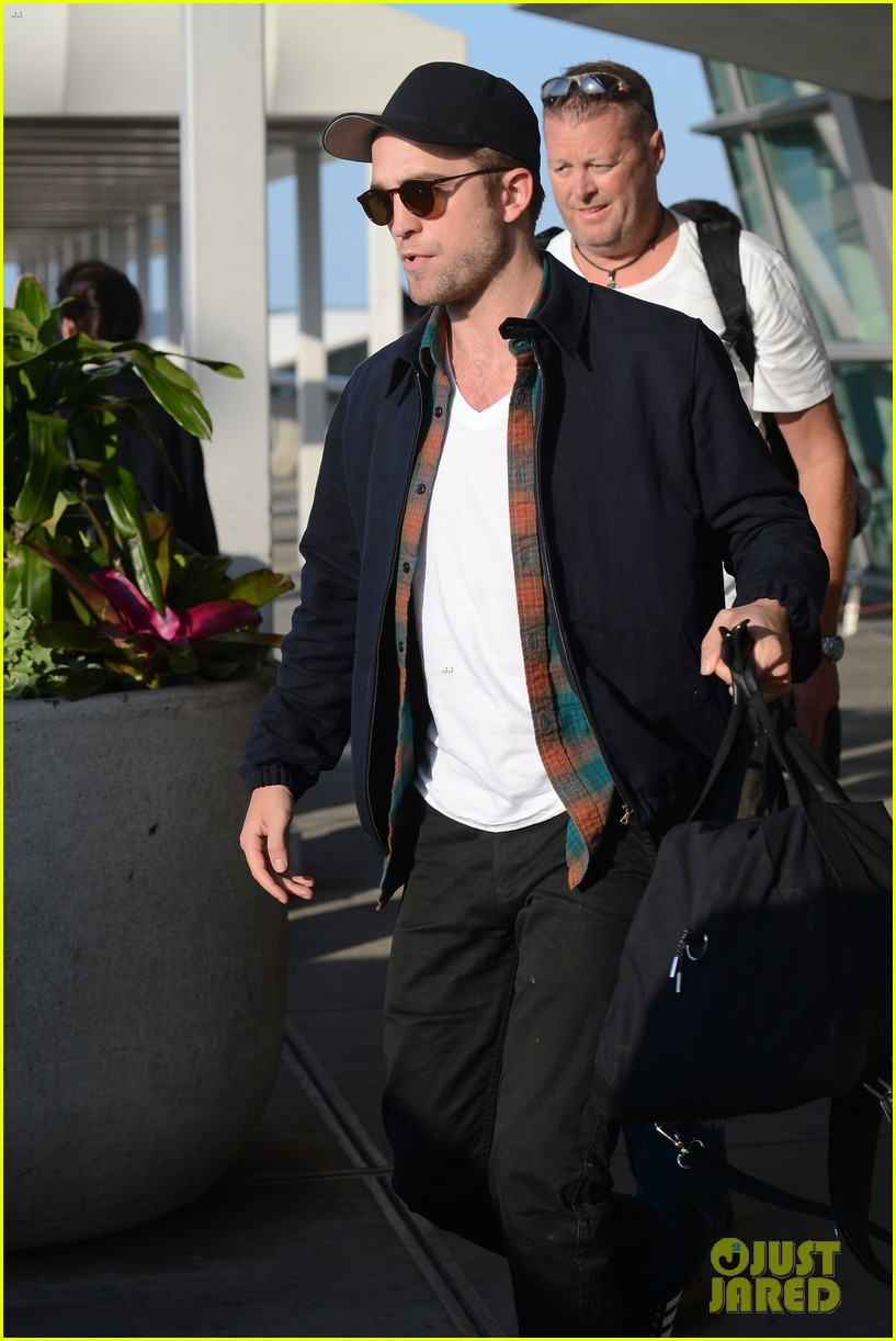 robert pattinson overcome confidence issues 09